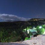 la vue de la terrasse en soirée