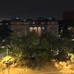 Vistas al museo del Prado y a la iglesia de los Jerónimos. Parte del desfile militar del 11 de o