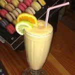 Smmothie naranja chirimoya y miel con leche