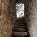 Una de las muchas escaleras