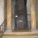 Entrance & Lift