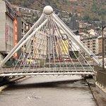 Вид на мост со стороны