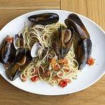 Spaghetti allo Scoglio con mejillones y almejas