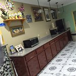 Foto di Americas Best Value Inn & Suites-Bush Int'l Airport