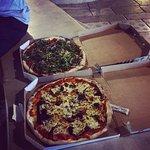 ภาพถ่ายของ chaud bouillant pizzeria