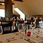 Salle de réception intime, chaleureuse et rustique