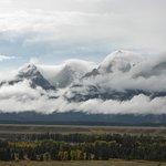 Les cimes de Grand Teton sous les nuages