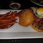 """Hamburguesa con """"bacon"""" kasher"""