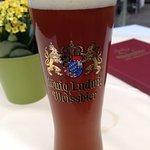 鹿肉料理のお供はビール。これはダークヴァイツェン。
