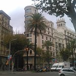 Hotelansicht von der Avenida Diagonal aus.