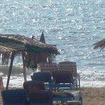 пляж хороший, выходишь из отеля и уже на пляже сразу.класс.