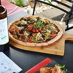 Famigliano..μία οικογένεια γεύσεων,φτιαγμένες με ελληνικά υλικά που απολαμβάνουν όλοι..  Τηλέφων
