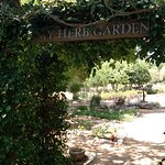 Photo de Fredericksburg Herb Farm - Sunday Haus Cottages