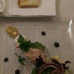 Tartare de salmon, tostadas