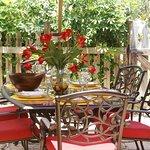2BR/1BA Bahama Bungalow Outdoor Dining
