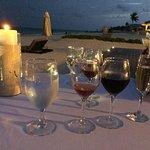 Una cena romantica abrieron 4 botellas de vino y una champagne para cada plato