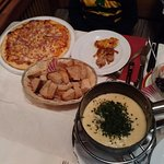Cheese foundue, margharita pizza, raclette,