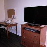 Гостиная-телевизор и столик