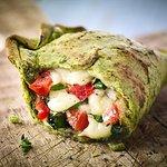 Muns 02 ¡Tómate Esta! (Tomates Verdes Maduros, albahaca fresca y mozzarella seleccionada)