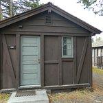 Photo de Old Faithful Lodge Cabins