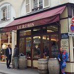 Le Rubis is still looking like a parisian bar should look like about 50 years ago or more