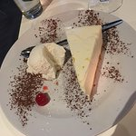 Cheese cake with ice cream