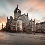 St. Giles' Cathedral, from the corner about 60 feet from the front entrance to Fraser Suites.