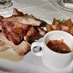 Matambre de cerdo con salsa criolla