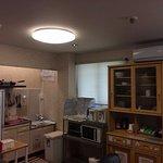 台所、冷蔵庫、キャビネット