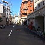 ホテル前の道路の様子ー朝