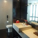 Room 923 Bathroom