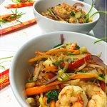 bowl de arroz con camarones