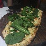 Focaccia italiana con anchoas