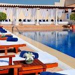 Foto de Waves Pool Bar at JW Marriott Hotel Dubai