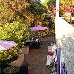 Vue de l'ensemble de la terrasse des chambres d'hôtes