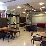 Photo de Adelphi Suites Bangkok