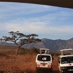 Nasz środek transportu podczas Safari, 6-osobowy bus z otwieranym dachem. Każde miejsce przy okn