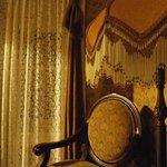 The Mark Twain room details...