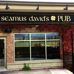 Seamus David's Pub outdoor patio eating area for the warmer weather seasons.