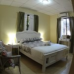 Double room with a Queen size bed.