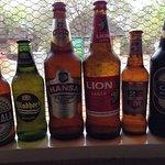 Cervejas que compramos no mercado dentro do Skukuza