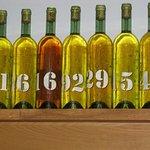 Selezione di bottiglie di bianco, idem per il significato dei numeri