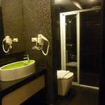 Room 2314 Bathroom