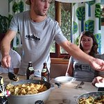 Große Küche mit Sitzecke zum gemeinsamen Kochen und Essen