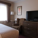 Photo de Howard Johnson Hotel and Suites Victoria Elk Lake