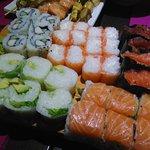 Assortiment de makis et de sushis