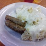 Links and biscuits and gravy. Food was above average. Good selection.