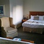 Chambre N°56 du côté rue (lit de gauche)