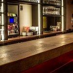 das Highlight in unserem Bistro, die 12 Meter lange Bar, genau der Richtige Ort für ein Bier