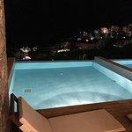 Потрясающий вид из номеров. Бассейн с подогревом. Красивейший Отель, все места с шикарным видом